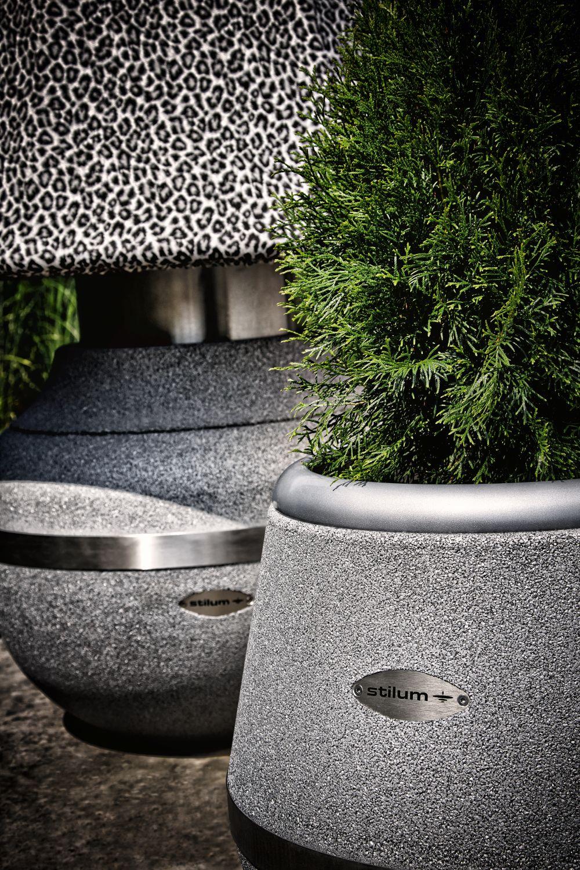 Vase und Lampe aus recycelten Reifen